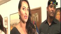 sonakshi-sinha-at-an-art-exhibition