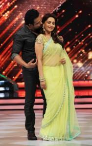 Emraan Hashmi promotes 'Raja Natwarlal' on the sets of 'Jhalak Dikhhla Jaa'
