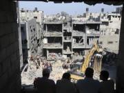 An Israeli air strike has killed three senior Hamas military commanders in the Gaza strip on Thursday.