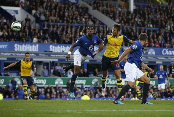Olivier Giroud Arsenal Sylvain Distin Everton