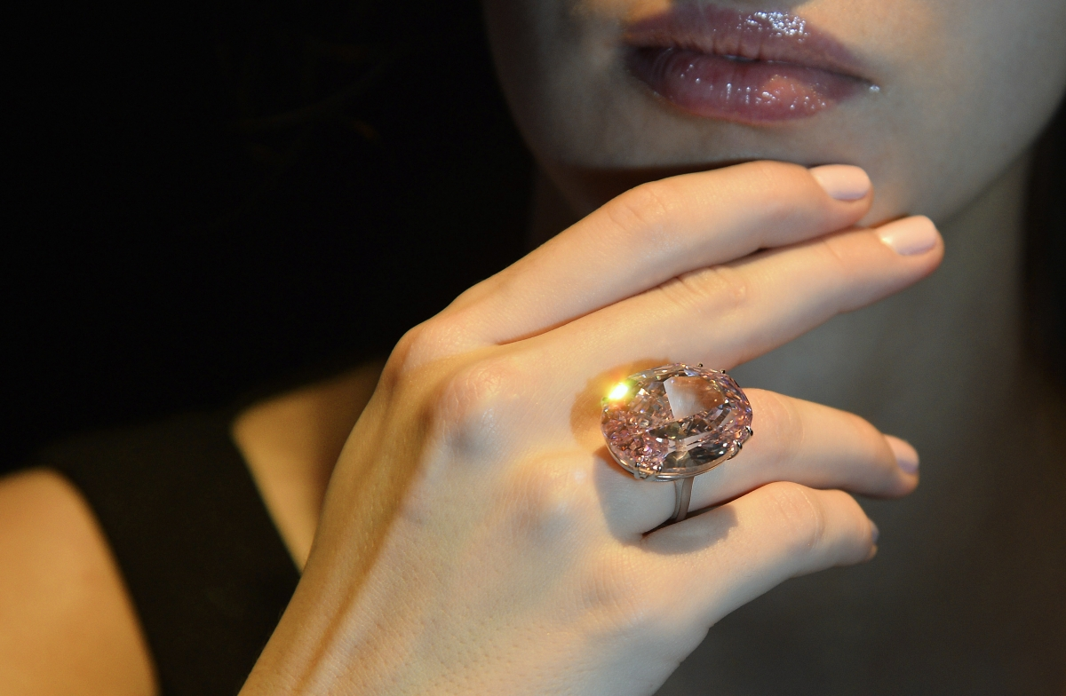 Woman Swallows Several Thousand Dollar Ring to Avoid Detection