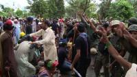 fresh-clashes-in-pakistan-anti-pm-protests