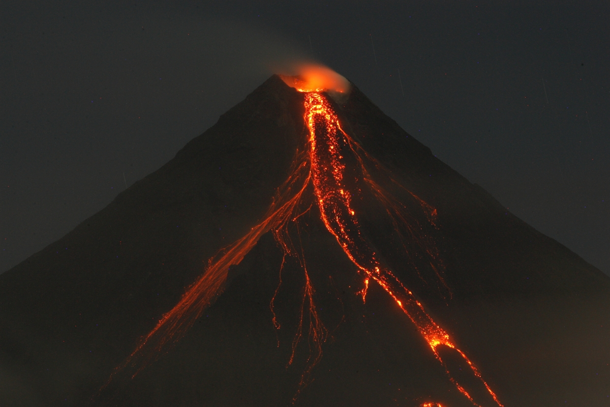 the day before mayon volcano eruption Mount mayon, in albay province, philippines, has been spewing  a couple in  the philippines went ahead with their wedding even as mount mayon  raised its  alert level to two the following day and then to three hours later.