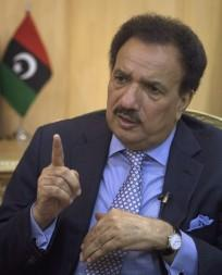 Former Pakistan minister Rehman Malik thrown out of Pakistan International Airlines flight for two hour delay