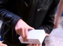 iPhone 6: First Person to Buy the New Apple Product in Perth Drops The Phone