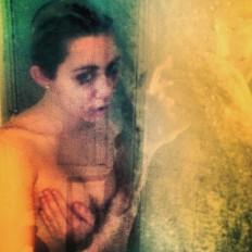 Miley Cyrus pre shower nude photo