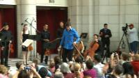 violinist-joshua-bell-applauded-by-dc-this-time-around