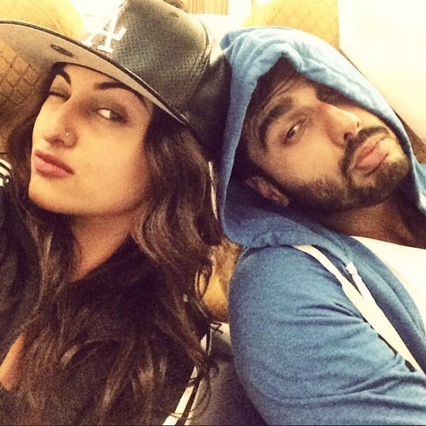 sonakshi sinha and arjun kapoor dating Watch arjun kapoor accused of having a lot of sex video joganiyan, superman, tevar songs, tevar promotions, arjun kapoor sonakshi sinha dating, arjun sonakshi.