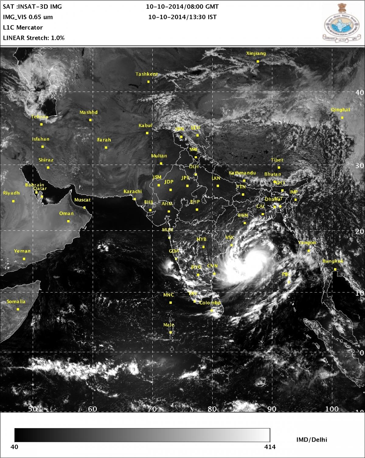 cyclone hudhud live cyclone kills 5 in andhra pradesh odisha