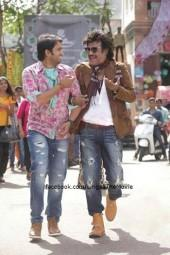 Santhanam wIth Rajinikanth in Lingaa