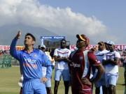 MS Dhoni India Dwayne Bravo West Indies