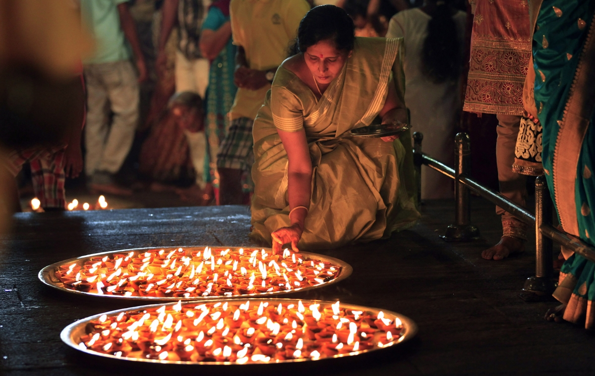 Diwali 2014 India Decks Up For Festival Photos