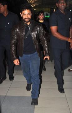 Aamir Khan, Raveena Tandon snapped at Airport