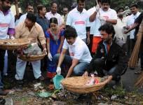 Nagarjuna, Naga Chaitanya and Akhil Vow To Sustain Swachh Bharat
