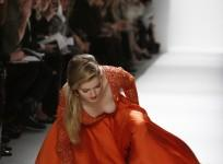 supermodel falls on ramp