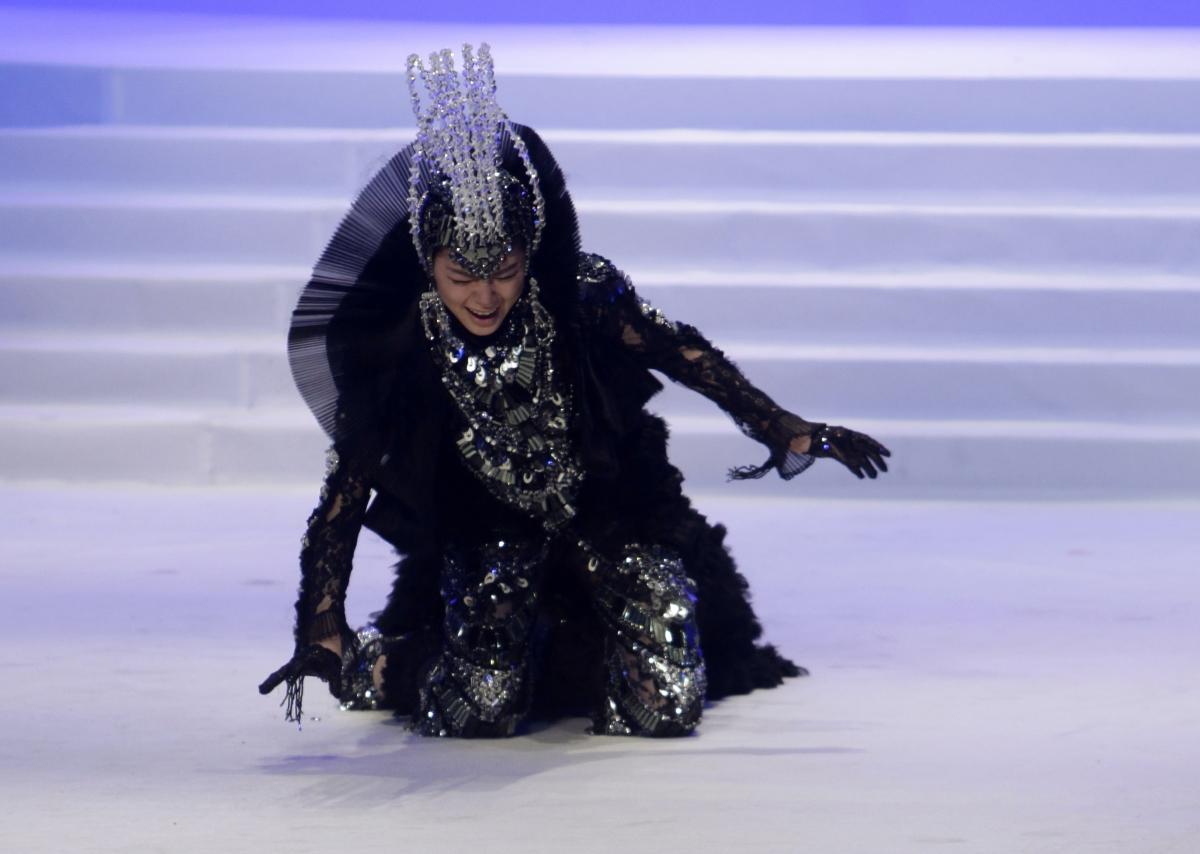 Epic Supermodel Catwalk Fails of All Times [PHOTOS]