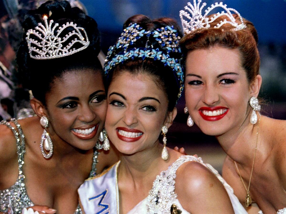 Aishwarya Rai Bachchan Completes 20 Years of Winning Miss ...