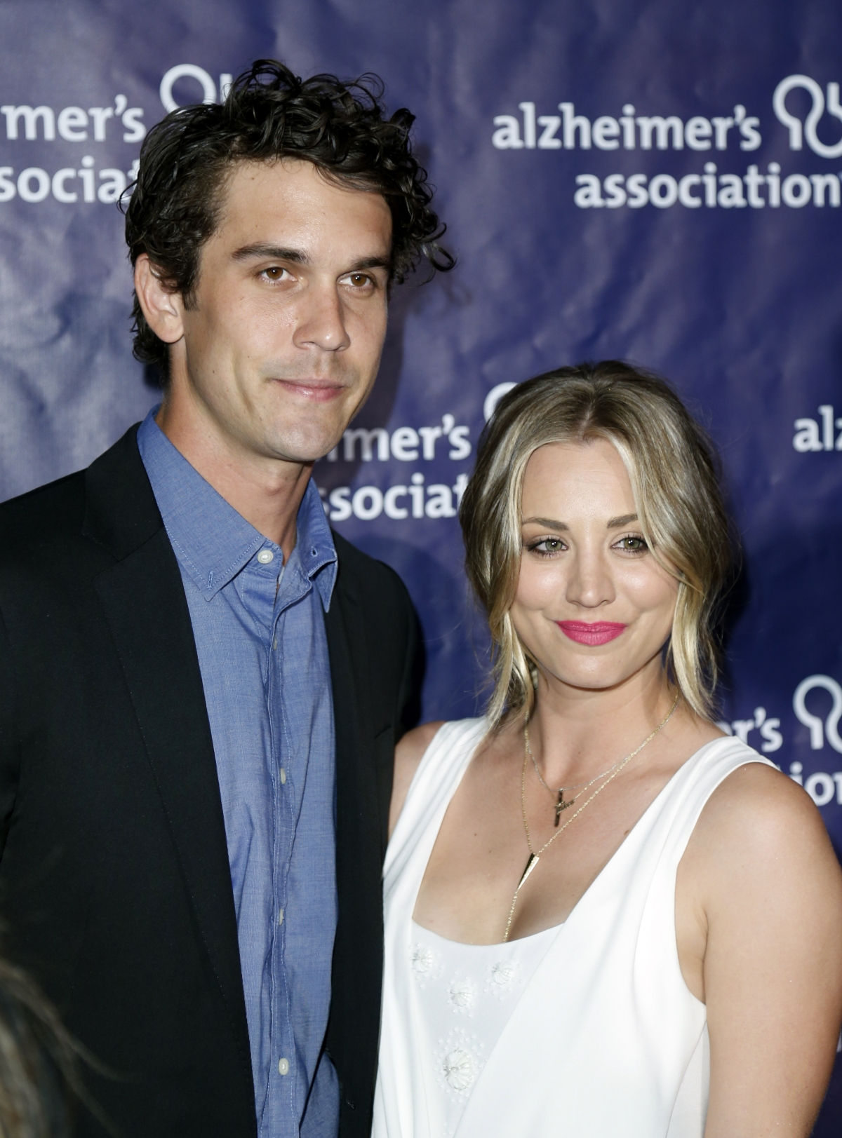 Kaley cuoco engaged johnny galecki for pinterest
