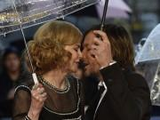 Nicole Kidman Shares passionate Kiss with Husband Keith Urban at Paddington Premiere