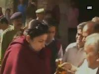 smriti-irani-meets-astrologer-who-says-she-will-become-president-of-india-one-day