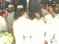 politicos-offer-last-respect-to-congress-veteran-murli-deora