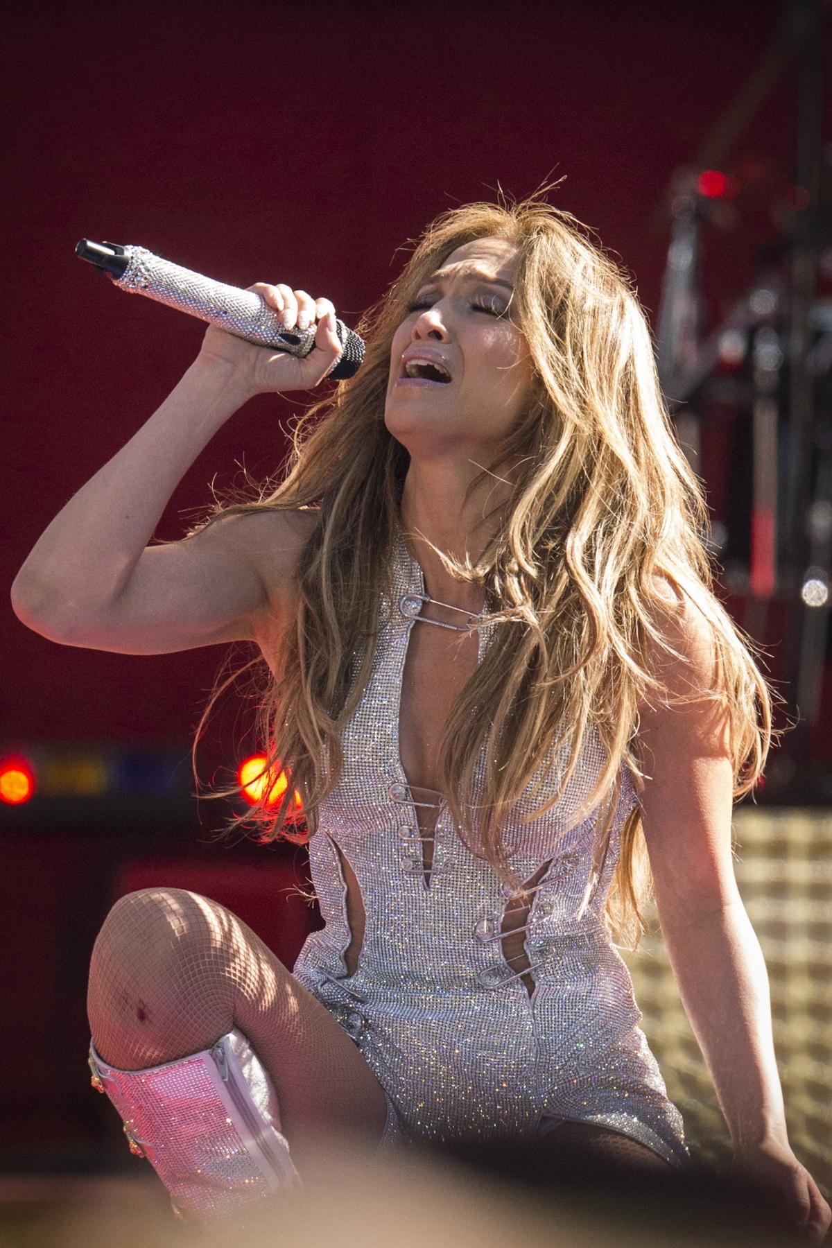 Golden Globes 2015 Red Carpet Arrivals Jennifer Lopez