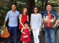 Kapoor Family Under One Roof; Ranbir, Kareena, Karisma attends Annual Christmas Lunch
