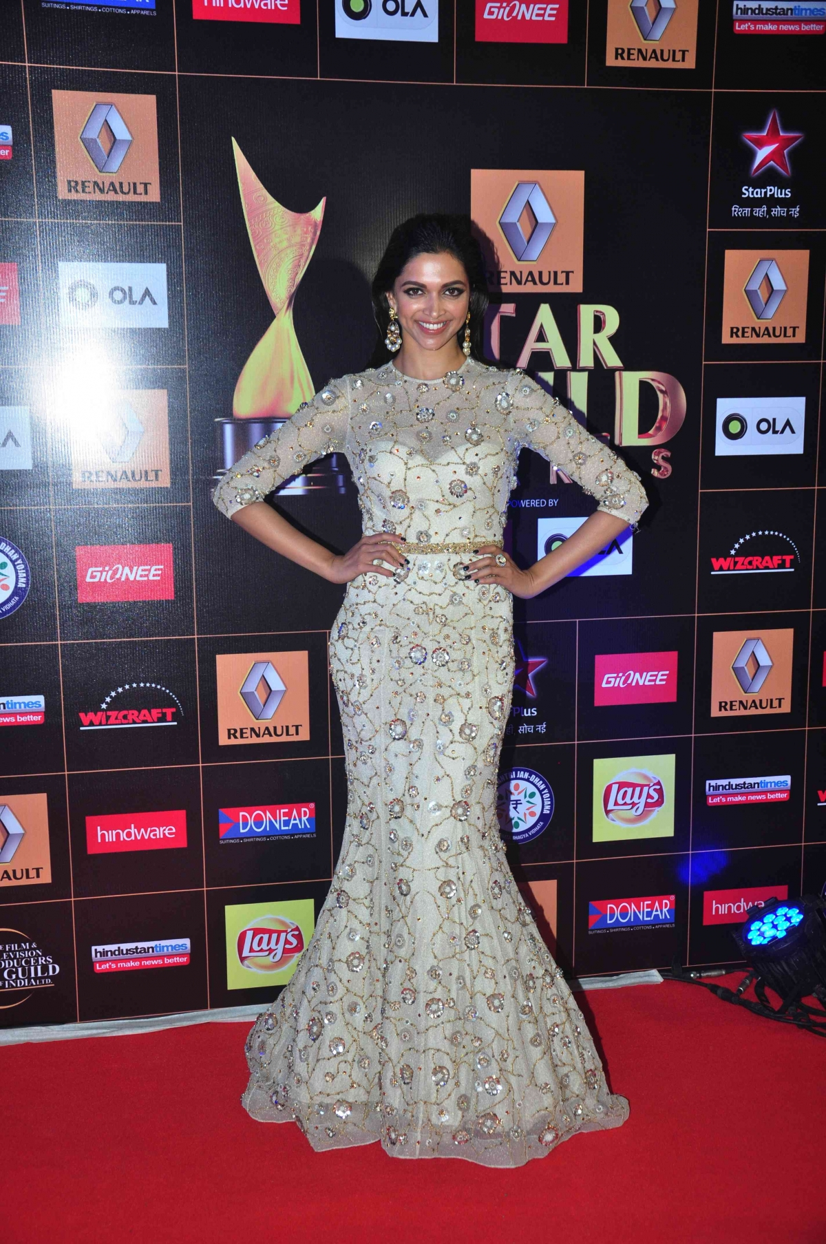 Star Guild Awards 2015: Celebs Sizzle on Red Carpet [
