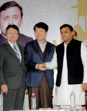 Mr. H.E. Joon-gyu Lee, Ambassador of the Republic of Korea to India, Mr. Hyun Chil Hong, President & CEO, Samsung India Electronics Ltd and Shri Akhilesh Yadav, Hon'bl