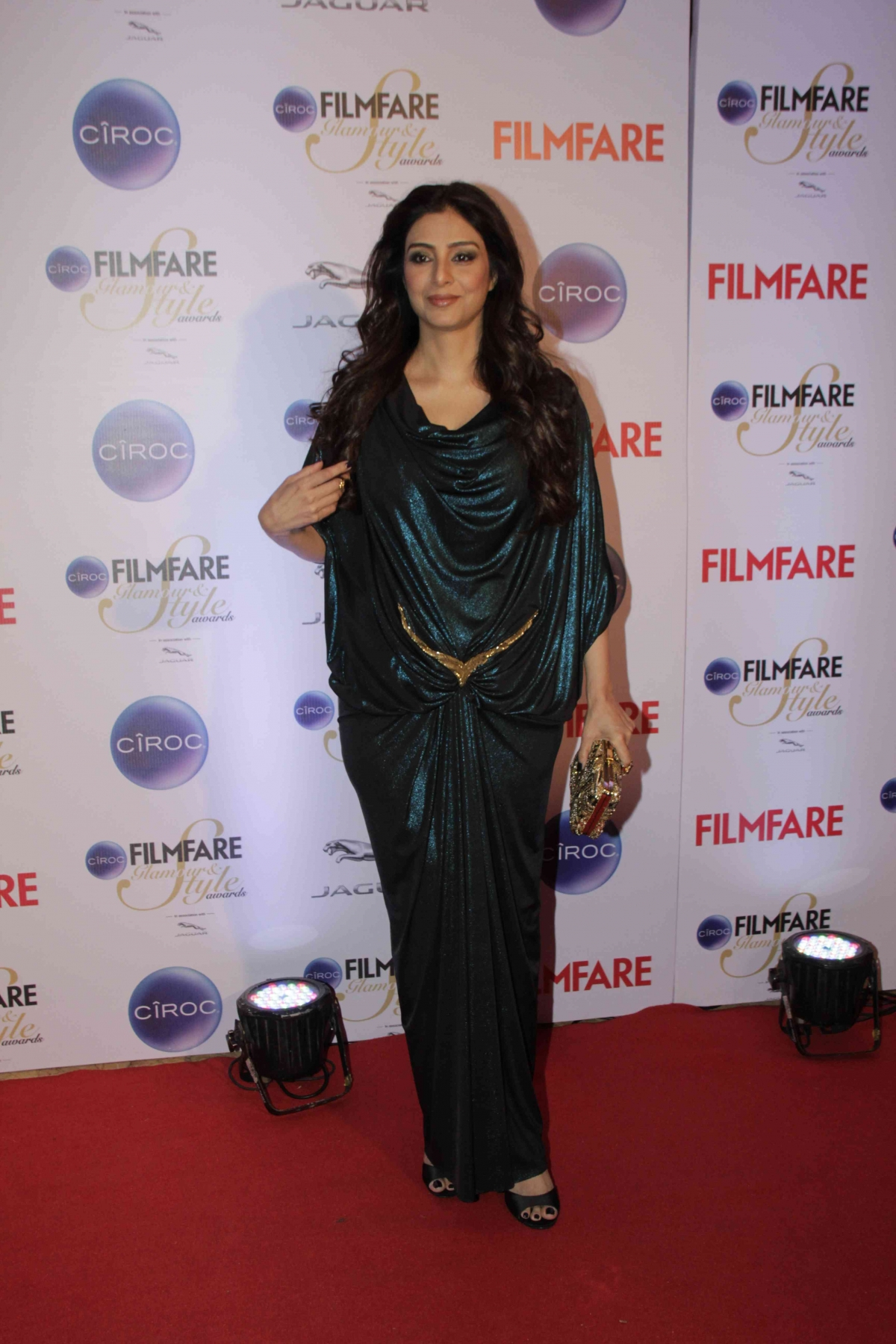 http://data1.ibtimes.co.in/en/full/564741/filmfare-glamour-style-awards-2015-sonam-kapoor-shruti-haasan-other-worst-dressed-celebs.jpg