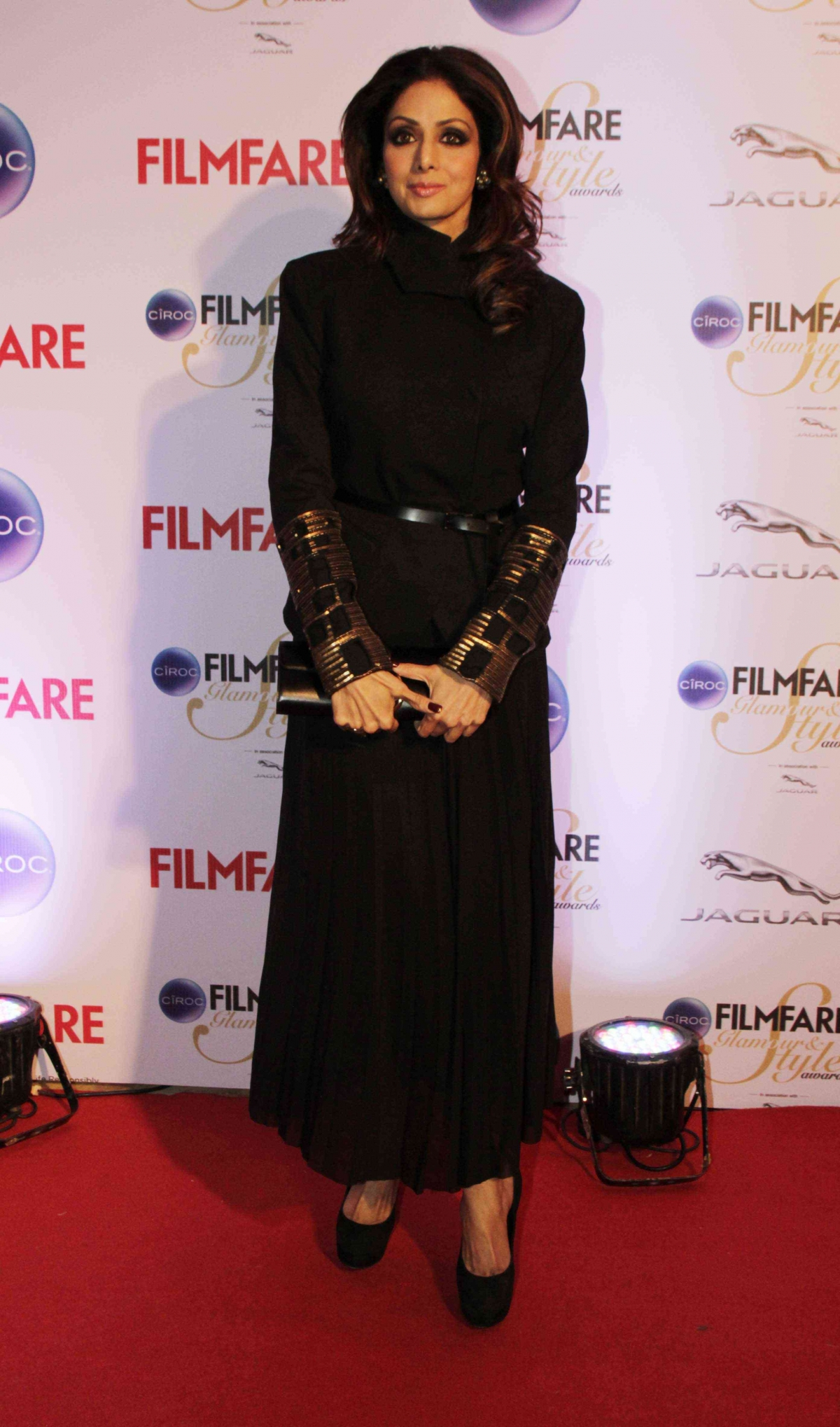 http://data1.ibtimes.co.in/en/full/564784/kareena-kapoor-khan-jacqueline-fernandez-alia-bhatt-other-best-dressed-divas-filmfare-glamour.jpg