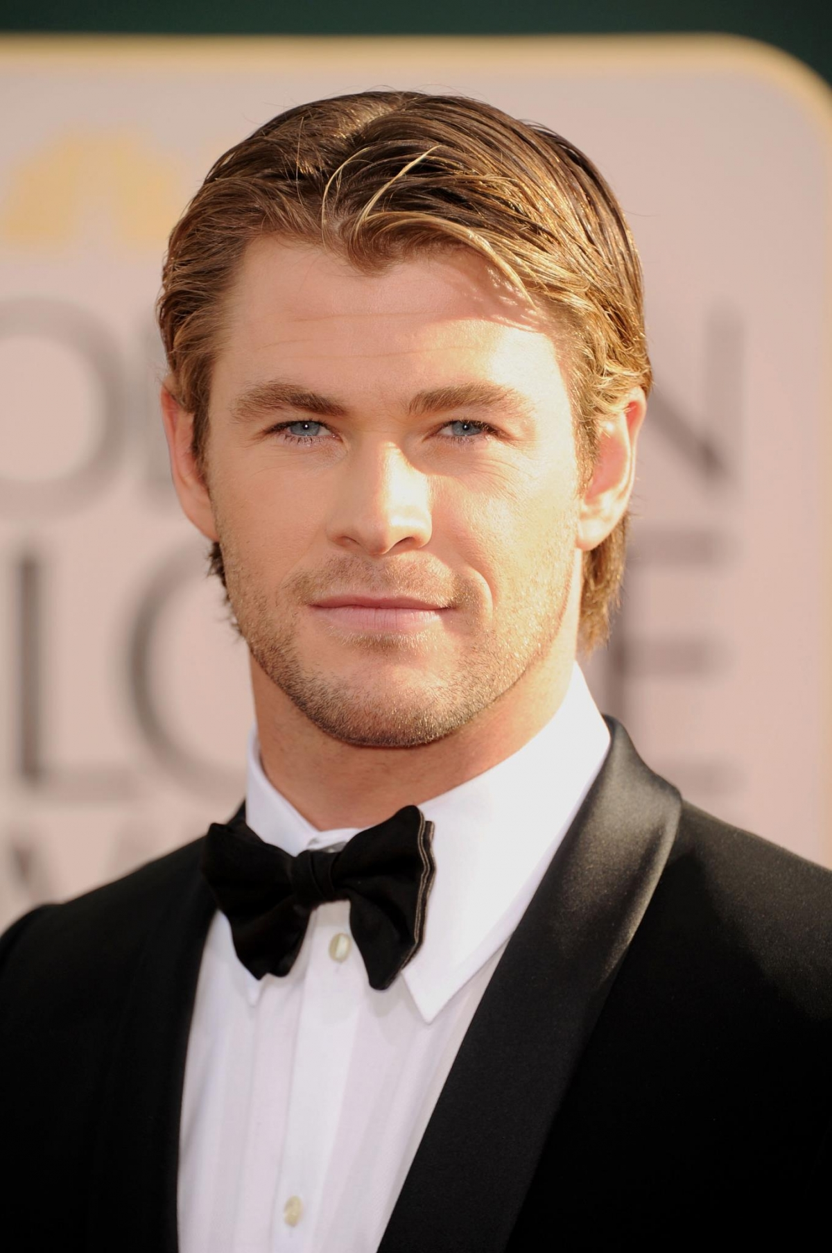 Chris Hemsworth to Hos...