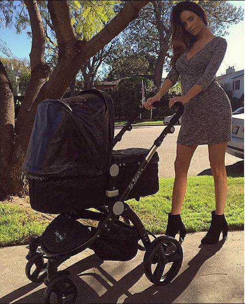 Pregnant Los Angeles Model Becomes Internet Sensation For