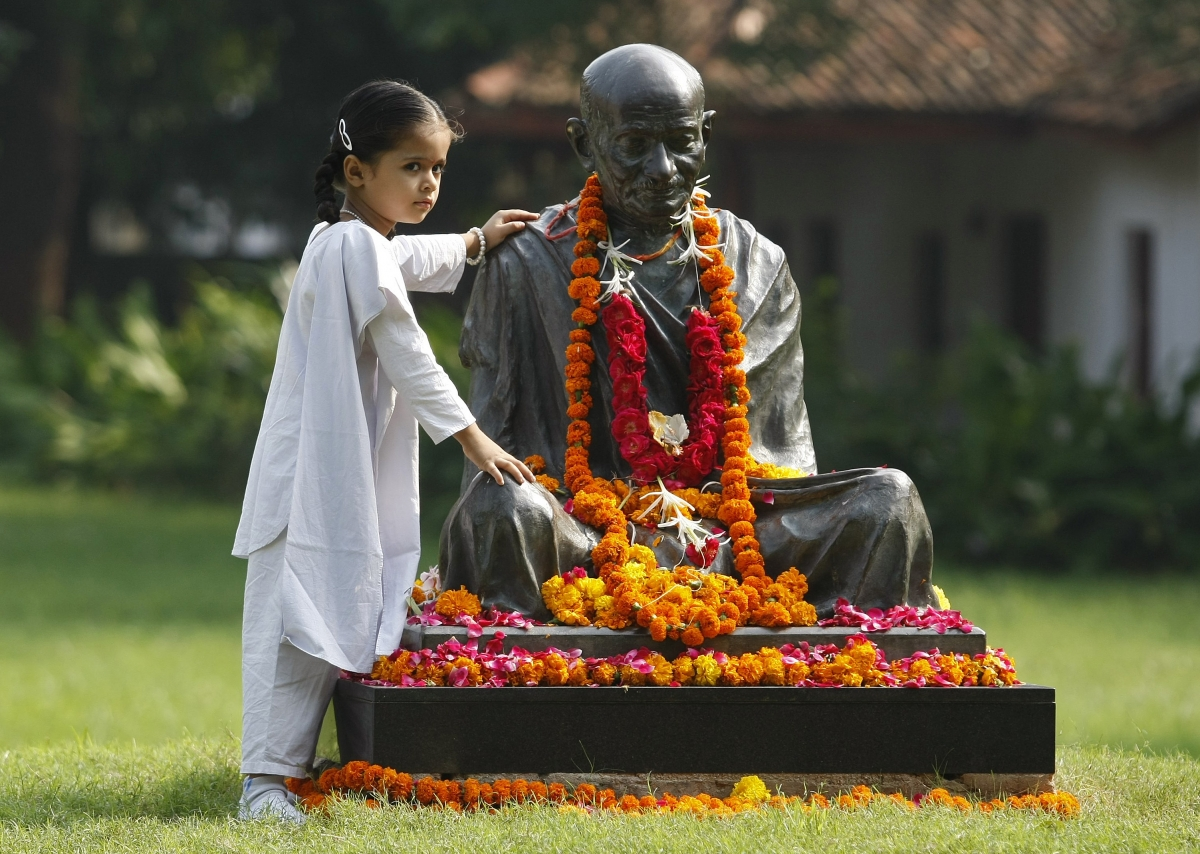 essay on mahatma gandhi and non violence Great freedom fighter and non-violent activist who always followed non-violence all though his life while mahatma gandhi essay 4 (250 words) bapu.
