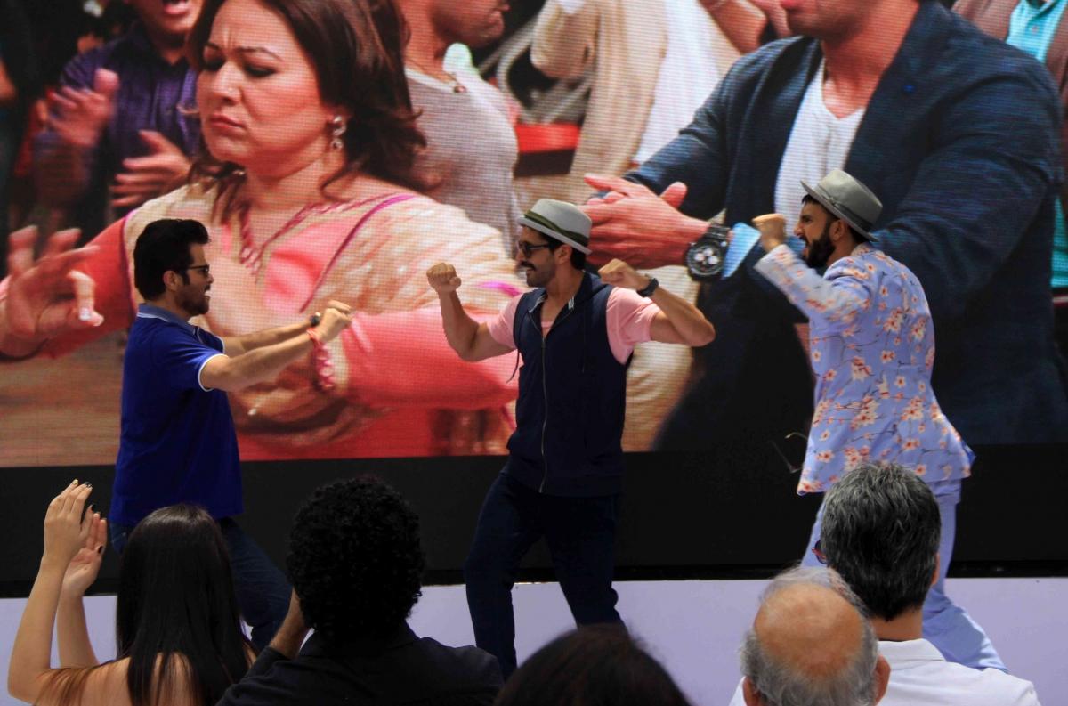 'Dil Dhadakne Do' Music Brunch: Ranveer, Anil Kapoor, Farhan Dance On Stage; Anushka, Priyanka, Others Attend [PHOTOS + VIDEOS]