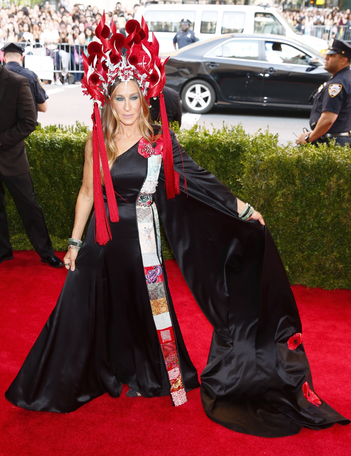 met gala 2015 met gala 2015 best of falls, photo bombs, sheer dress moments and