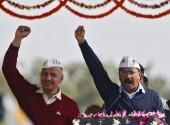 Arvind Kejriwal (R), chief of Aam Aadmi (Common Man) Party (AAP),