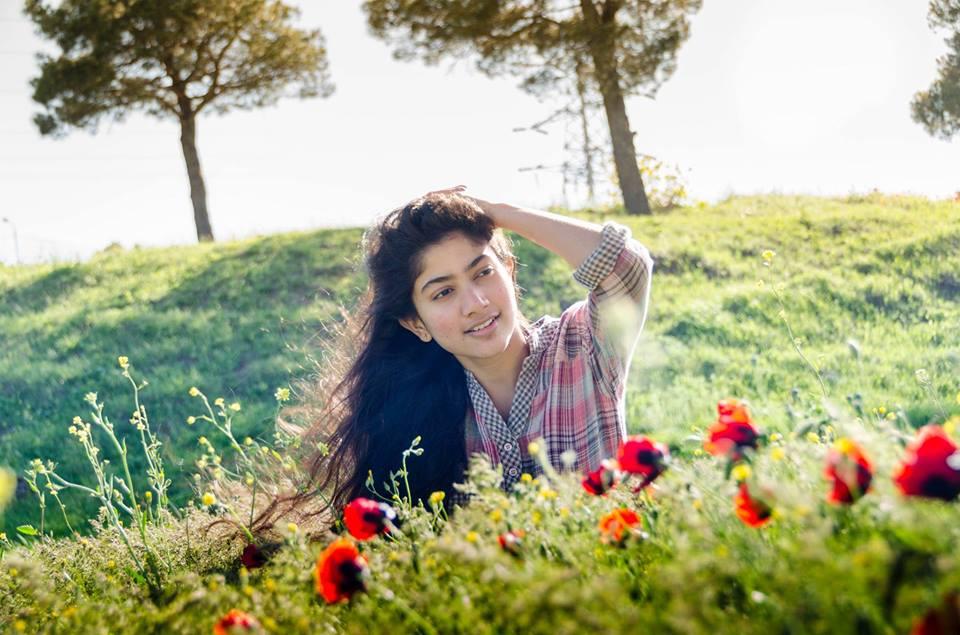 Malar of 'Premam' Becomes Fan Favourite; Sai Pallavi's Dancing Videos ...