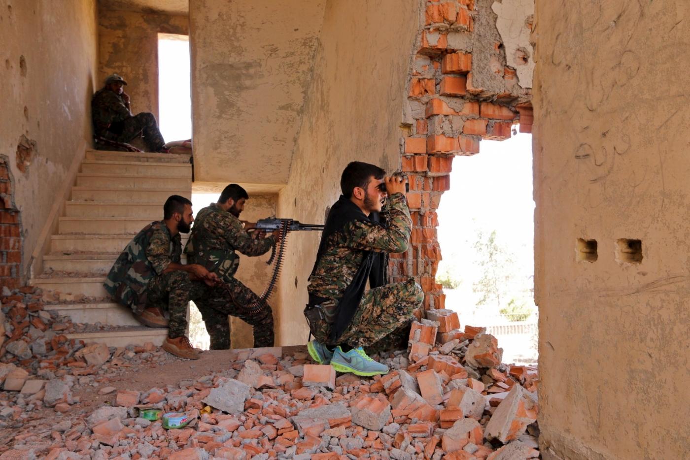 syria-ypg-militia-capture-sarrin-isis.jpg