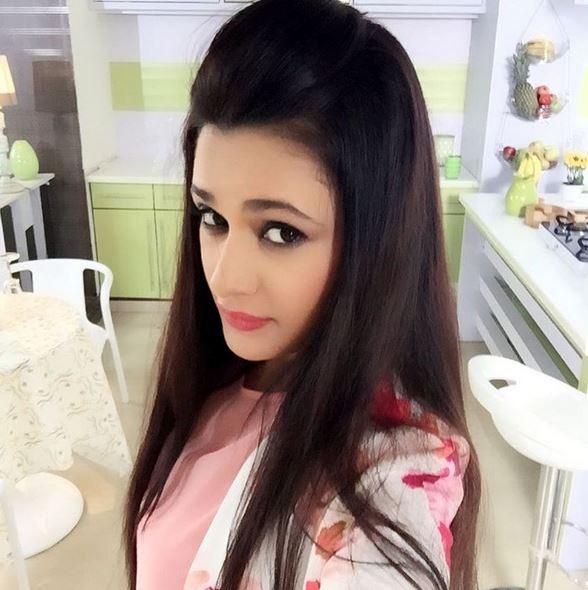 yuvika chaudhary height