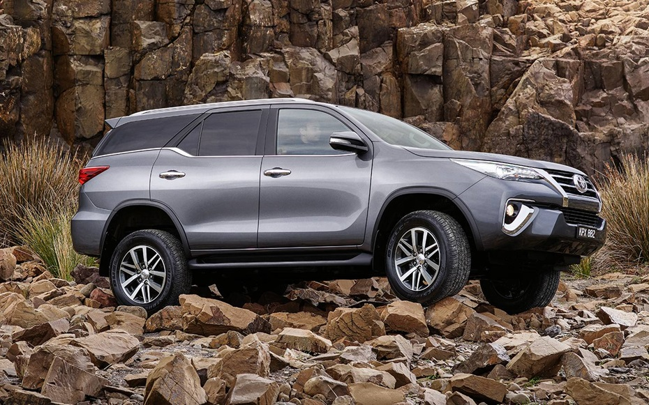 new toyota fortuner to be launched with petrol engine in early 2017  report