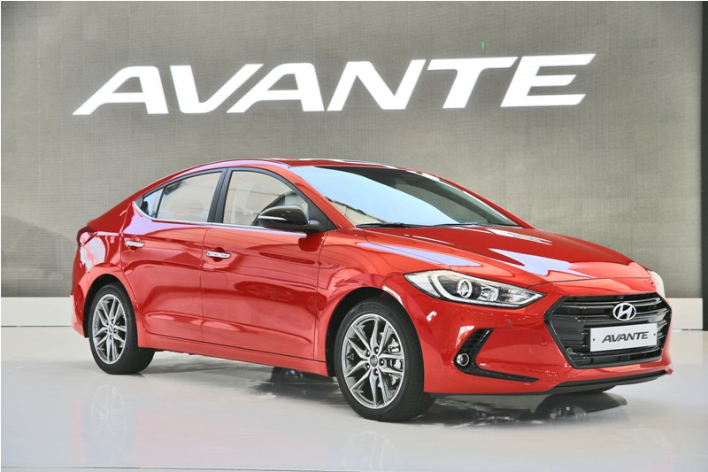 New Hyundai Elantra front and rear spied up close; launch ...