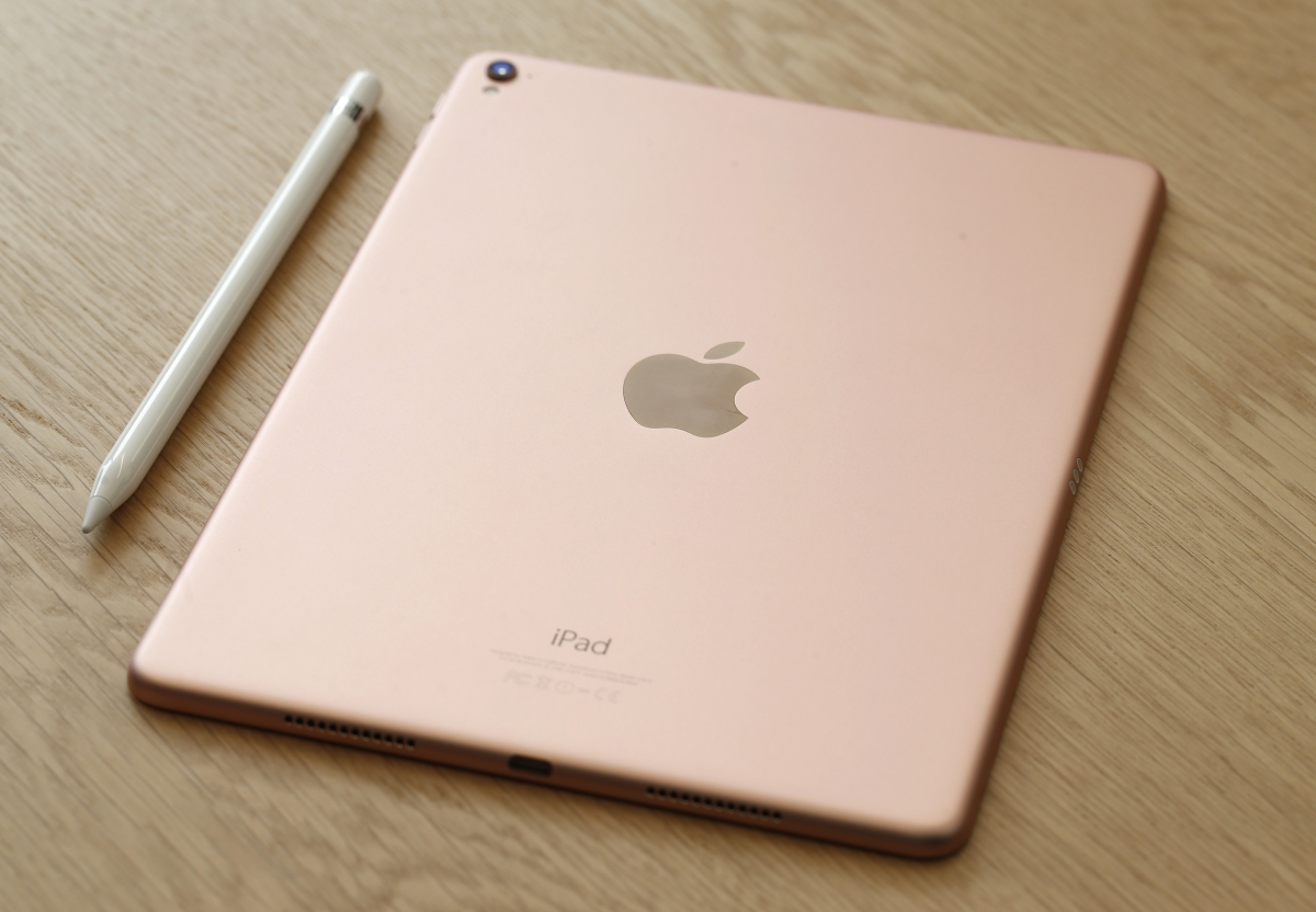 9.7-inch Apple iPad Pro with retina display now available ...