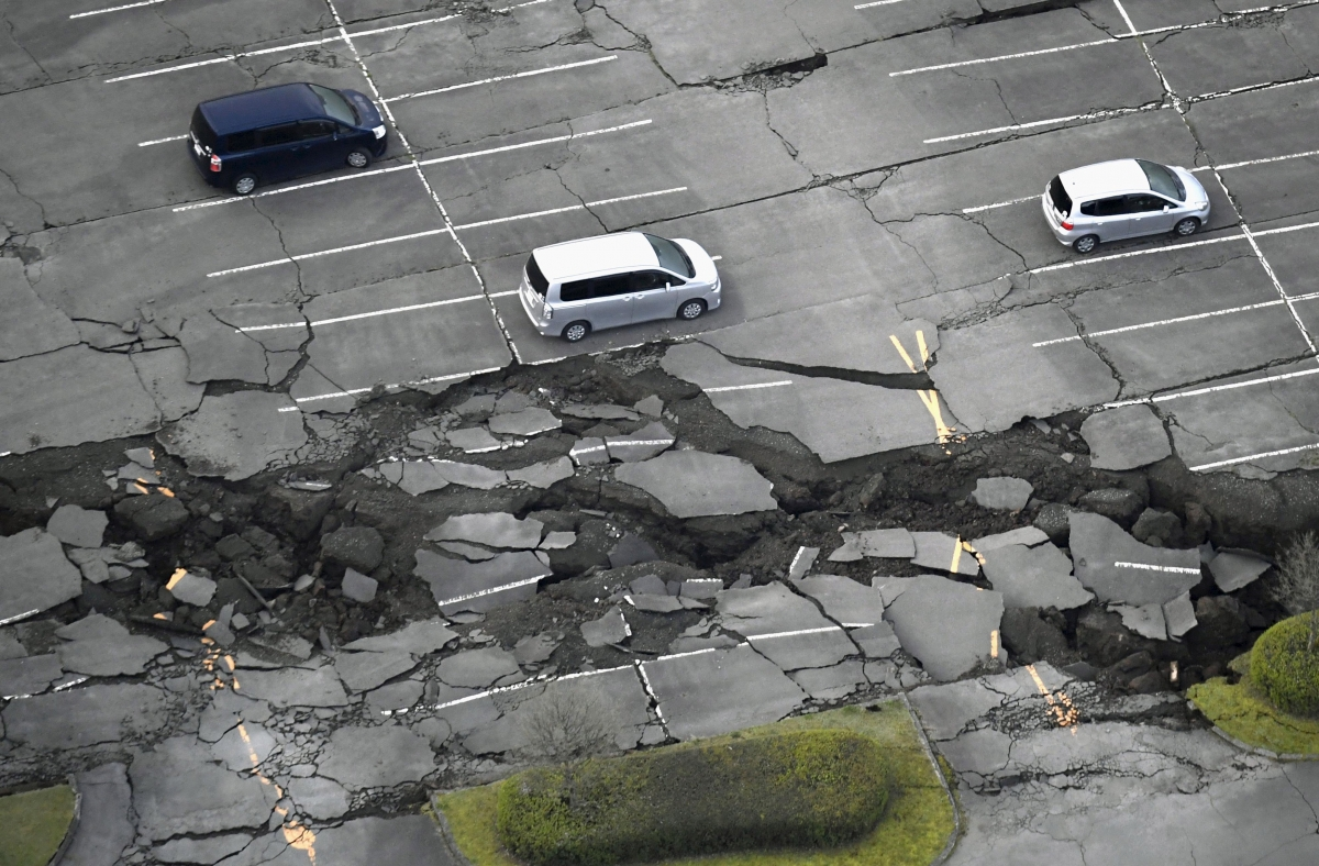 earthquakes in japan Video captured the various impacts a magnitude-61 earthquake had on osaka in  western japan on monday, toppling items in offices and.