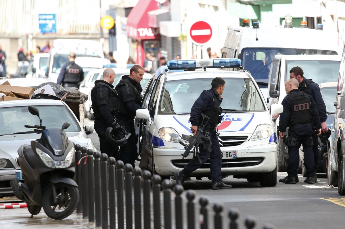 France 2 killed in shooting near grenoble school ibtimes india for Police grenoble