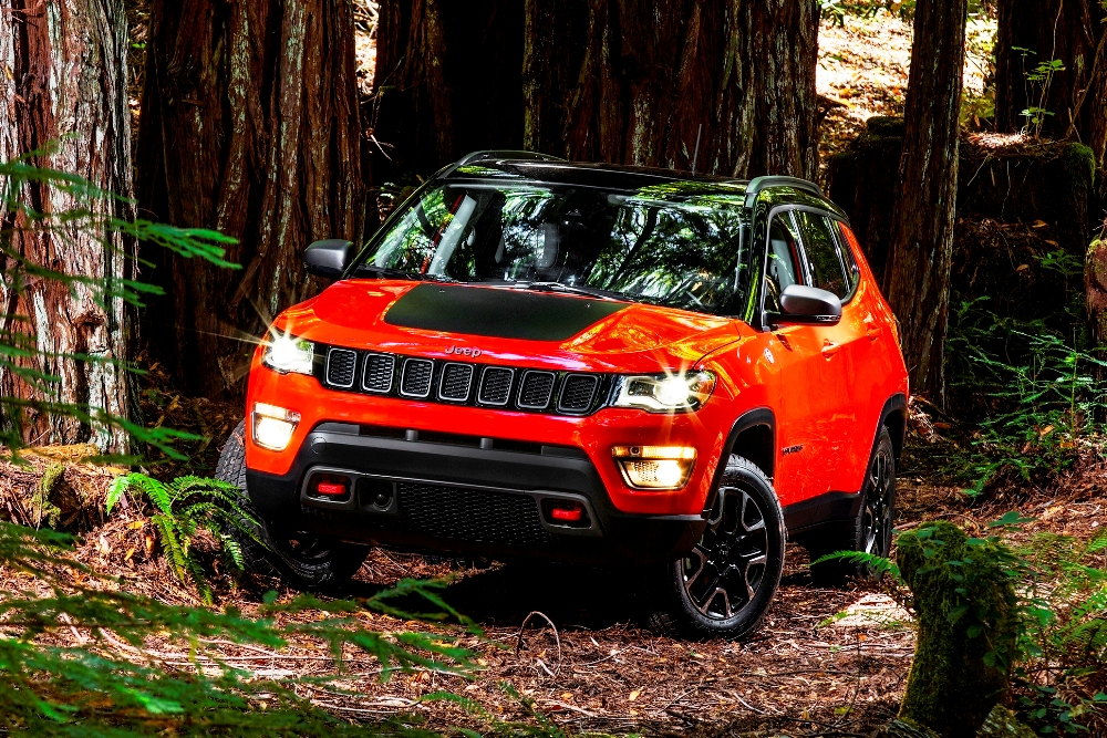 new jeep compass compact suv unveiled to be launched in india in 2017. Black Bedroom Furniture Sets. Home Design Ideas
