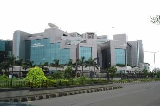 NSE national stock exchange shares traded bulk deals block deals share price kotak essar ceat nava bharat ventures
