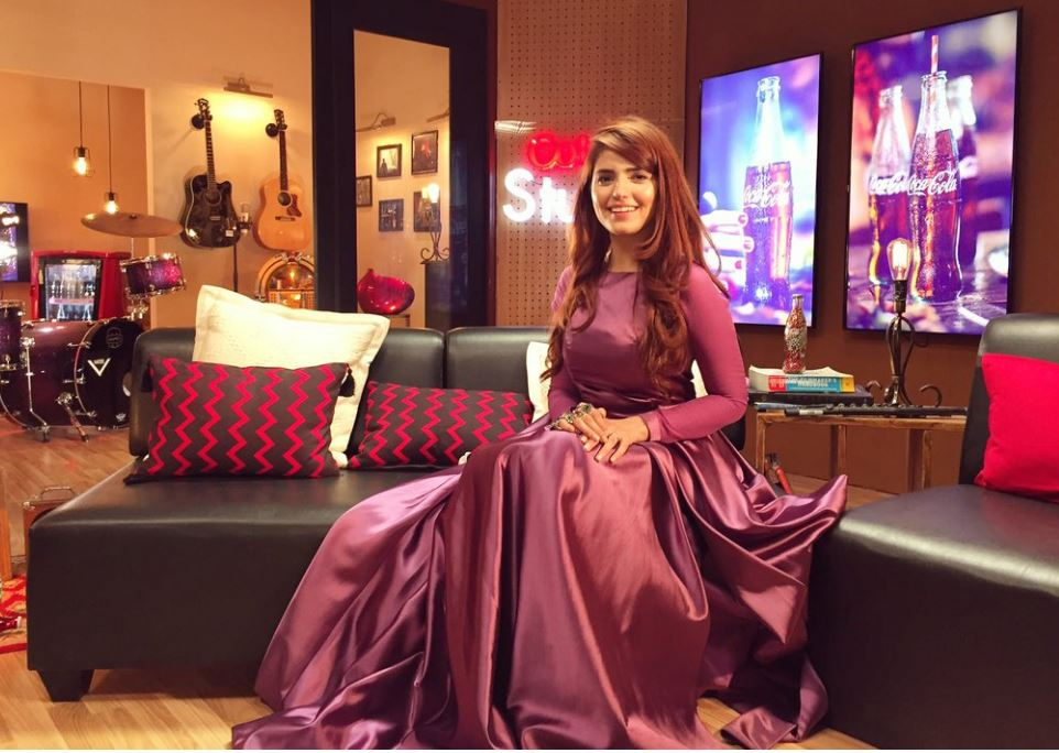 afreen afreen singer momina mustehsan befitting reply haters called maid