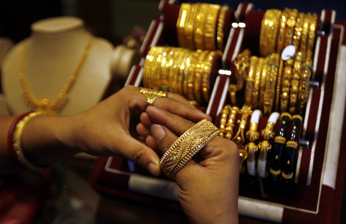 Gold prices fall Rs 1,000 per 10 gm in 4 days - IBTimes India