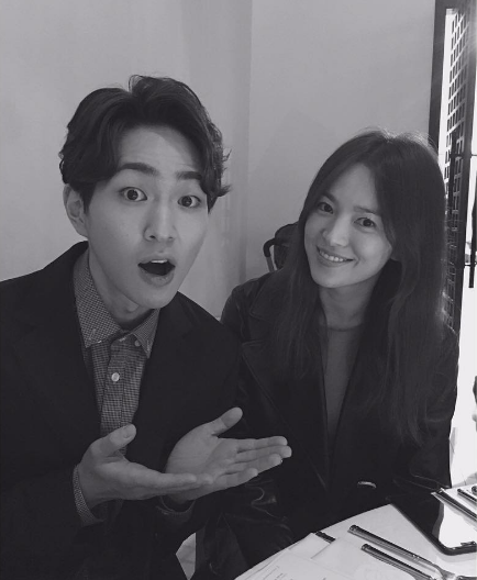 Song Hye Kyo has a small reunion with Descendants of the Sun co-star